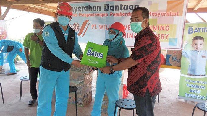 PT WHW Salurkan Bantuan CSR untuk Kesehatan Balita di Kecamatan Kendawangan