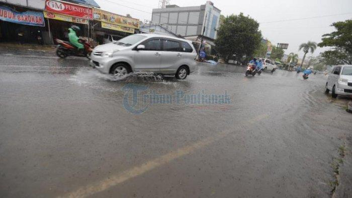 FOTO: Banjir di Jalan M Yamin Pontianak
