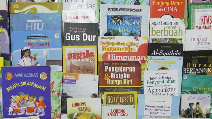 Inilah Buku-buku Perpusda Kalbar yang Dijual ke Penampung Barang Bekas