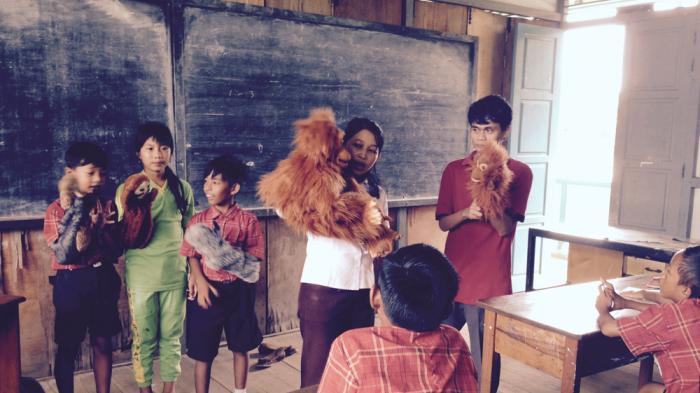 Bermain Boneka  di Sekolah, Sembari Belajar Tentang Orangutan