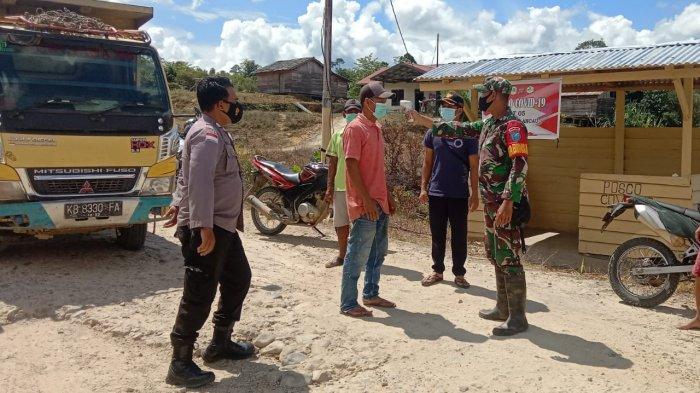 Bhabinkamtibmas Polsek Puring dan Babinsa Lakukan Cek PPKM di Posko Covid-19 Desa Sungai Mawang