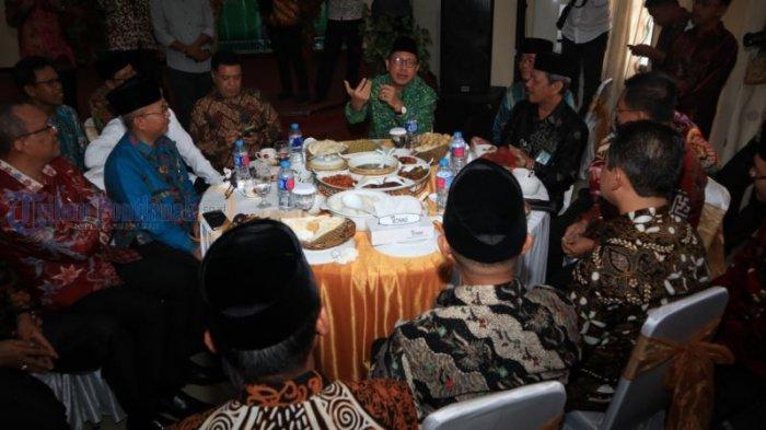 Menteri Agama Lukman Hakim Kunjungi Kanwil Kemenag Kalbar - ramah-tamah_20180731_164525.jpg