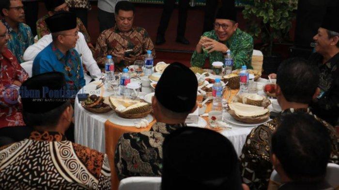 Menteri Agama Lukman Hakim Kunjungi Kanwil Kemenag Kalbar - ramah-tamah_20180731_164531.jpg