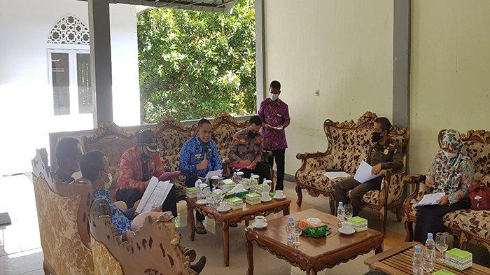 Kadis SP3APMD Kayong Utara Sampaikan Tanggapan Terkait Rakor Penyaluran Bantuan Beras
