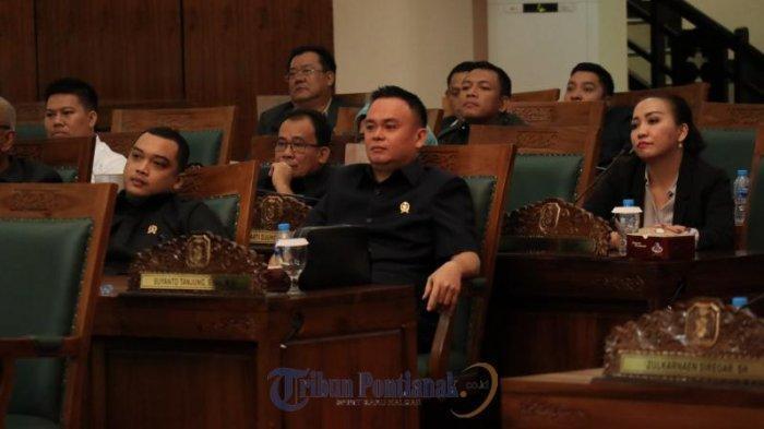FOTO: Rapat Paripurna Perdana DPRD Kalbar Hanya Dihadiri 41 Anggota Dewan - rapat-paripurna-perdana-dprd-kalbar-di-kantor06.jpg