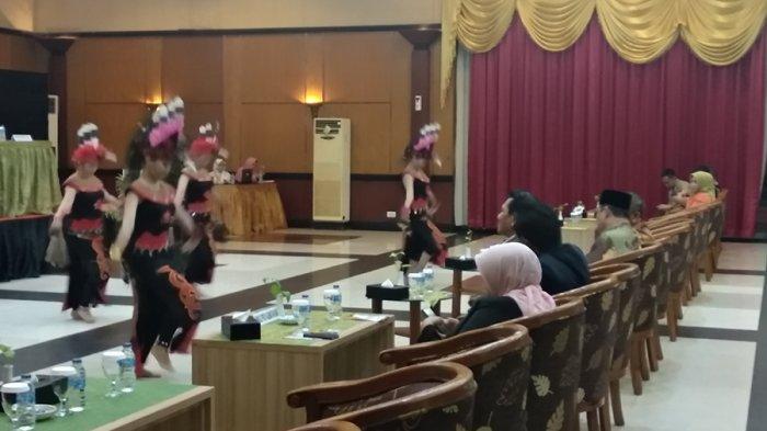 Sutarmidji-Ria Norsan Gandeng Keluarga di Penetapan Gubernur dan Wagub Kalbar Terpilih