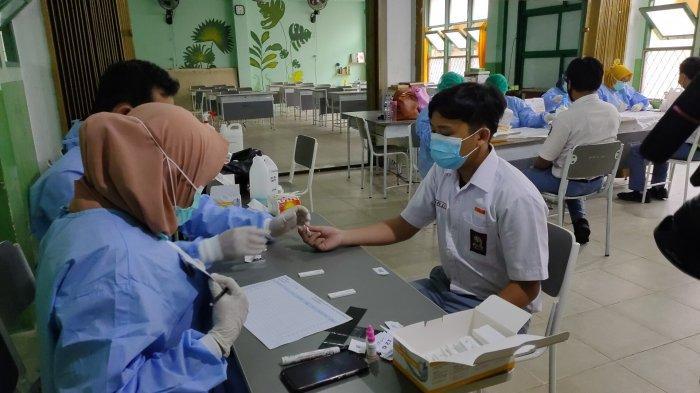 Jelang Masuk Sekolah, Diskes Kalbar Lakukan Rapid Rest 423 Siswa SMAN 1 Pontianak