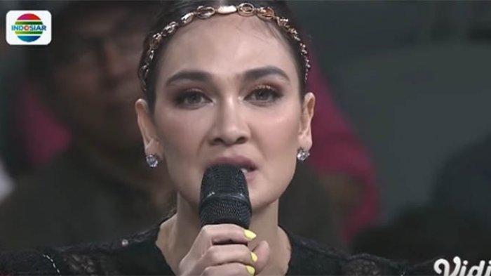 Rasakan Kepedihan, Luna Maya Baca Puisi Lirik Lagu 'Fatamorgana' yang Dinyanyikan Fikoh, Curhat?