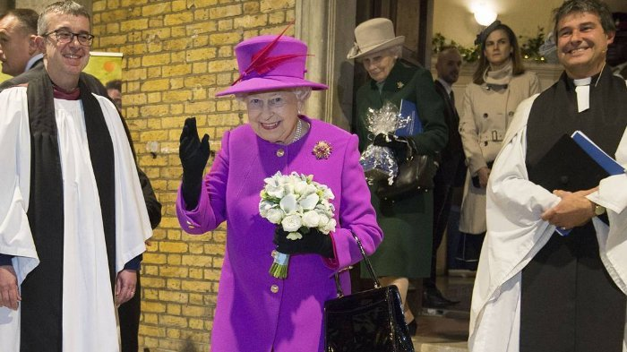 Ratu Elizabeth II Selalu Pakai Sarung Tangan di Acara Resmi Kerajaan, Ternyata Ini Alasannya
