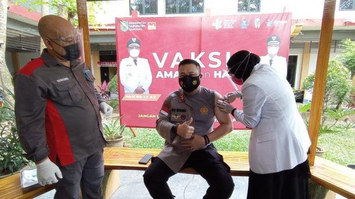Disuntik Vaksin Covid-19 Tahap II, Kapolres Sanggau Imbau Masyarakat Tak Takut Divaksin