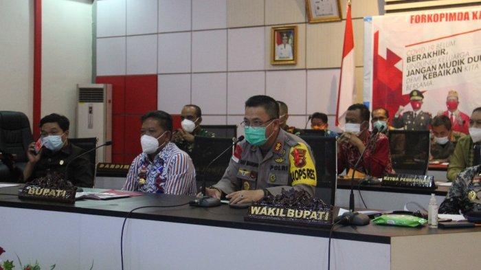 Kapolres Sanggau Bersama Forkopimda Melaksanakan Rapat Terkait Idul Fitri 1442 H