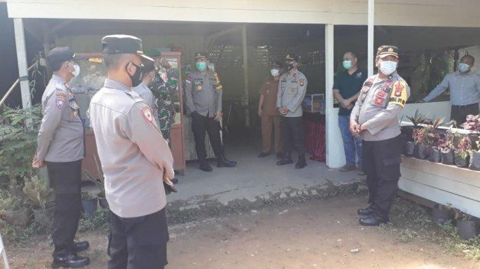 Kapolres Sanggau Kunjungi Pos Pam Penyekatan Kecamatan Toba