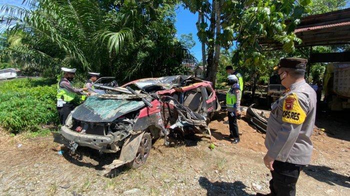 Kapolres Sanggau Turun ke lokasi Terjadinya Laka Lantas di Kecamatan Mukok