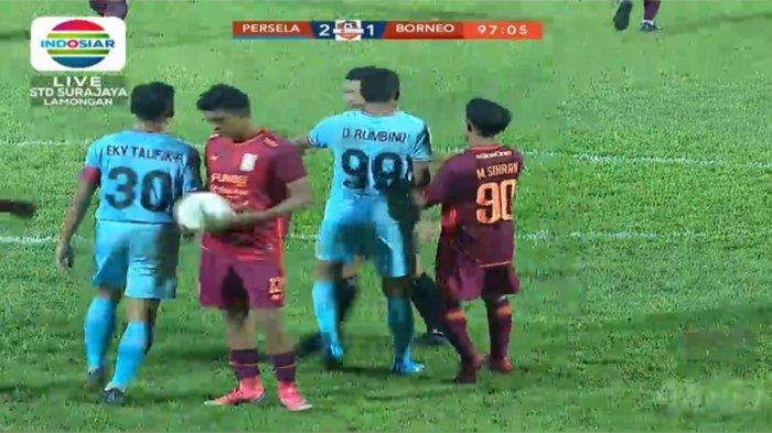RICUH! Laga Persela Vs Borneo FC Dihentikan Sementara Menit ke-90, Wasit Keluarkan 2 Kartu Merah