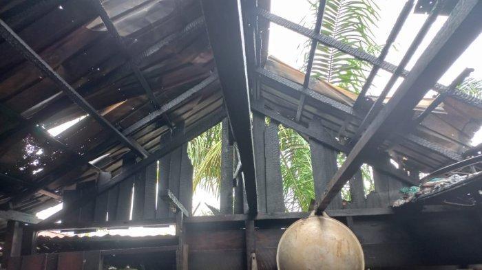 Satu rumah  di Jalan Adisucipto Gertak Kuning Laut terbakar, Senin 11 Oktober 2021