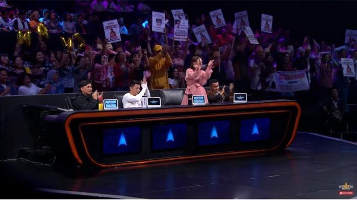 Rossa Standing Ovation untuk Elvan Saragih di Rising Star Indonesia 2019,