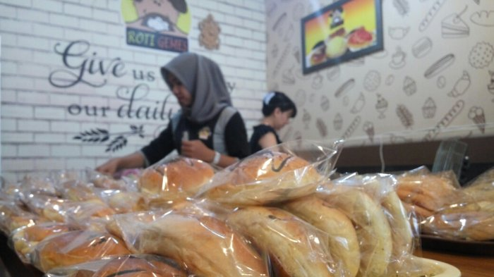 Roti Gemes Banderol Murah Jualannya, Konsumen Tertarik Mencoba