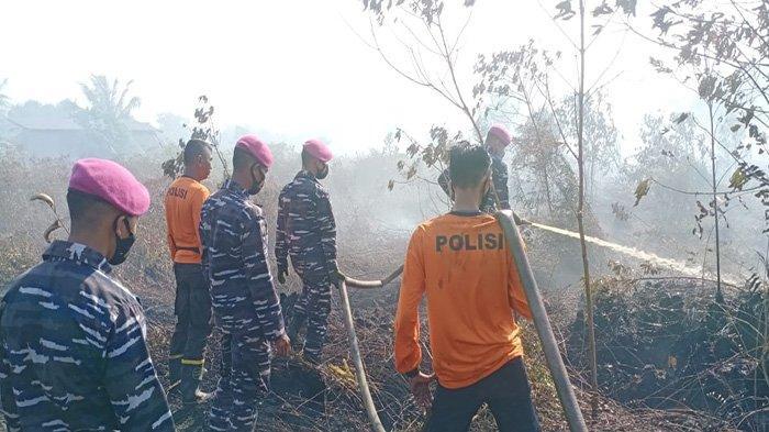 Karhutla Kembali Terjadi, Prajurit Yonmarhanlan XII Berjibaku Padamkan Api