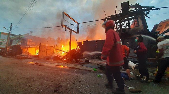Kebakaran hebat kembali melahap sejumlah Ruko di kawasan pasar Impres, Jalan Partisipasi, Kelurahan Tanjung Puri, Kecamatan Sintang, Kamis 01 Oktober 2020, sore.