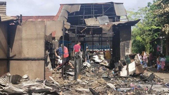 Kondisi Ruko yang terbakar di jalan Parit Wan Salim (Parwasal) kelurahan Siantan Tengah, Kecamatan Pontianak Utara, Pontianak. Kamis 26 November 2020
