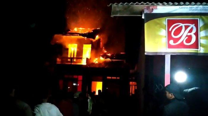 BREAKING NEWS -  Kebakaran Landa Satu Rumah Warga di Desa Nanga Taman Sekadau