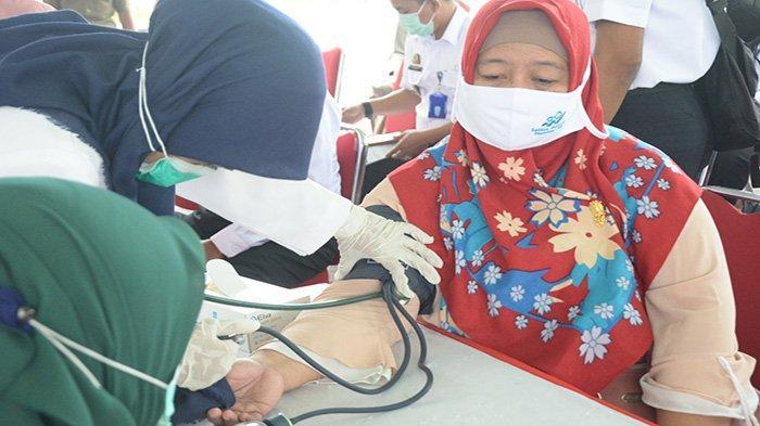 Ikuti Vaksinasi Masal, Listiyanti Guru di Kubu Raya Nilai Vaksin Sinovac Beri Kekebalan Tubuh