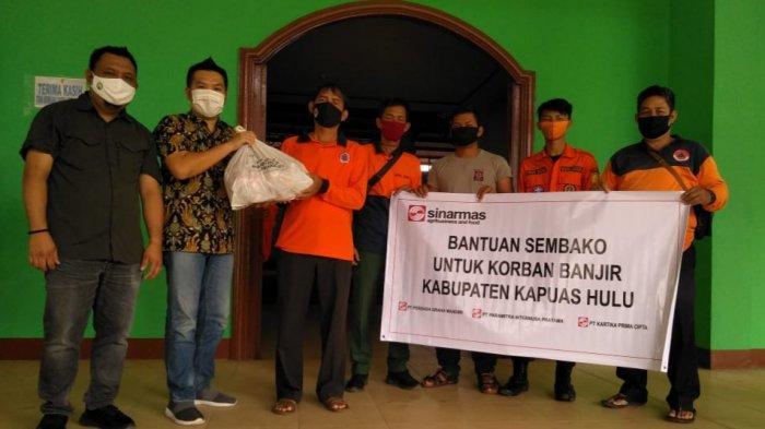 Wakil Bupati Mempawah Berikan Bantuan Pada Keluarga Korban Pohon Tumbang di Ansiap
