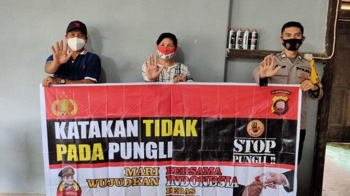 Bhabinkamtibmas Polsek Sungai Laur Sosialisasi Saber Pungli dan Protokol Kesehatan pada Warga