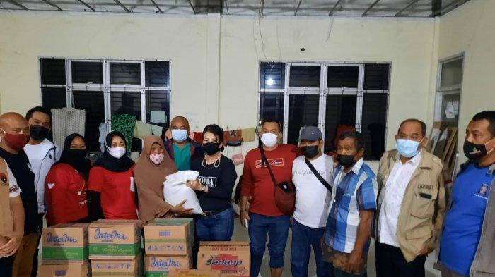 Wali Kota dan Kapolres Singkawang Tinjau dan Salurkan Bantuan pada Korban Banjir di Gedung KLK Sakok