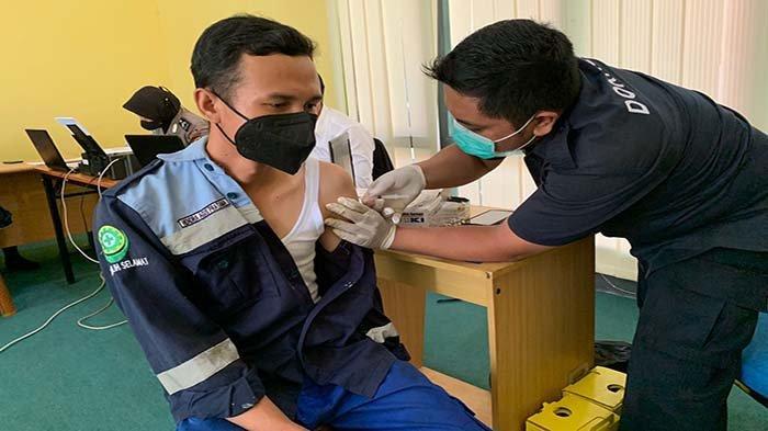 PLN UPDK Singkawang Vaksinasi Pegawainya, Optimalkan Pencegahan Covid-19
