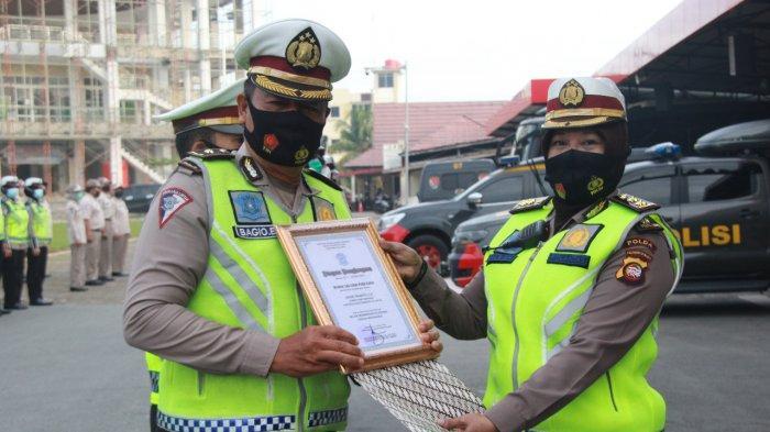 9 Personel Ditlantas Dapat Reward dari Direktur Lalu Lintas Polda Kalbar, Ini Orangnya