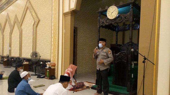 Antisipasi Covid-19, Kasat BinmasSosialisasikan Surat Edaran Menteri Agama di Masjid Darunnajah