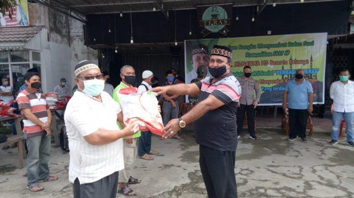 Pengusaha Sanggau H Munawar Salurkan Bantuan 10 Ton Beras dan 1000 Masker