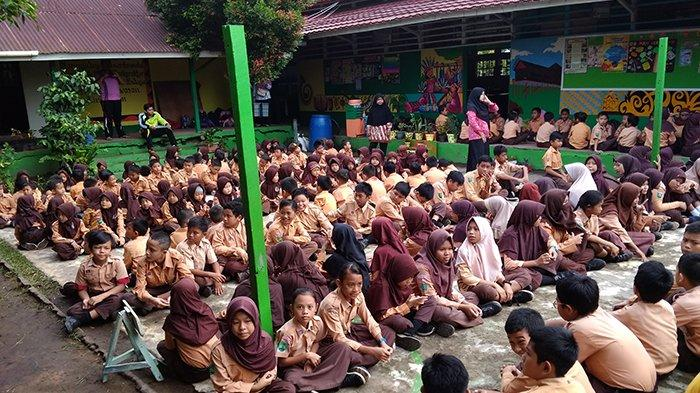 SDN 03 Pontianak Selatan Gelar Geladi Bersih Saprahan, Ajarkan Siswa Lestarikan Budaya Daerah