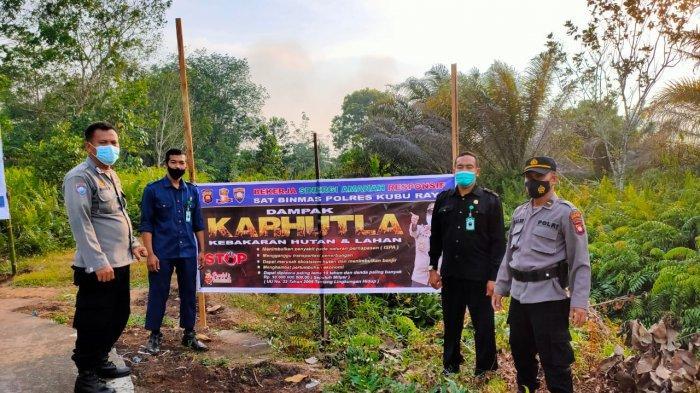 Sat Binmas Polres Kubu Raya Pasang Spanduk Imbauan Tentang Bahaya Karhutla di Sejumlah Titik
