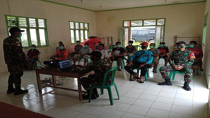 Satgas Yonif 642 Kapuas Sosialisasikan Protokol Kesehatan Kepada Warga Dusun Sungai Daun