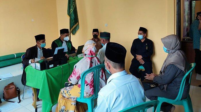 Bupati Sambas Satono dan Rombongan Pantau Pelaksanaan Isbat Nikah di KUA Jawai