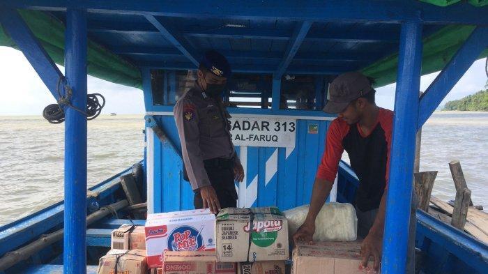 Sat Polairud Polres Bengkayang Laksanakan Pengawasan Bongkar Muat di Dermaga Teluk Suak