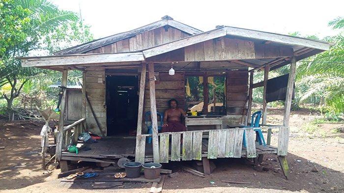 Penerima Bantuan Bedah Rumah di Mekar Sari Hilang Dari Daftar, Warga Minta Anggota DPR RI Jujur