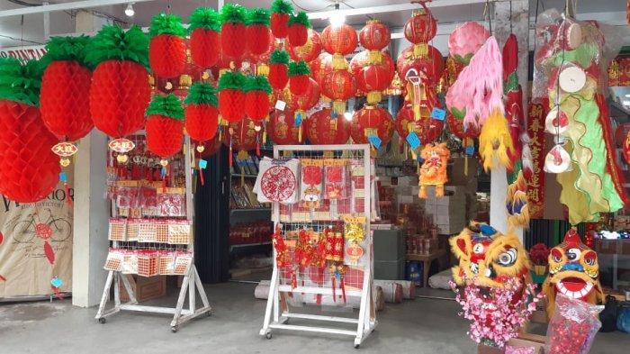 Penjual Pernak-pernik Imlek Akui Penurunan Omzet, Imbas Adanya Larangan Perayaan