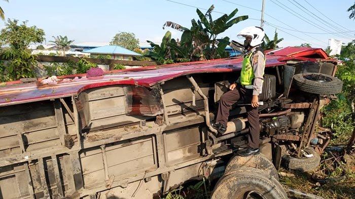 BREAKING NEWS - Bus Berpenumpang Kecelakaan di Mempawah Kalbar, 8 Korban Dilarikan ke Rumah Sakit