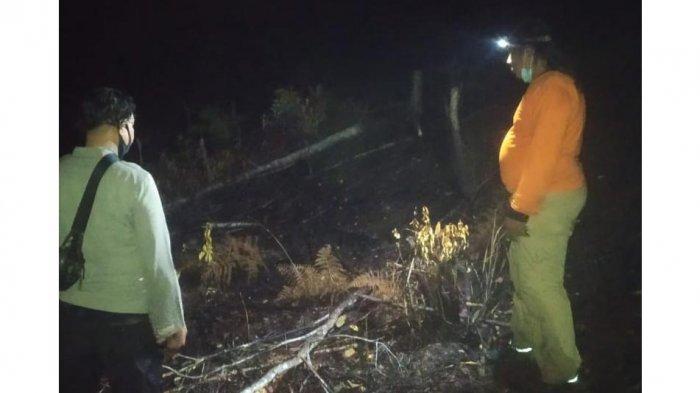 Kapolsek Sayan Bersama Personel Cek Titik Api pada Malam Hari
