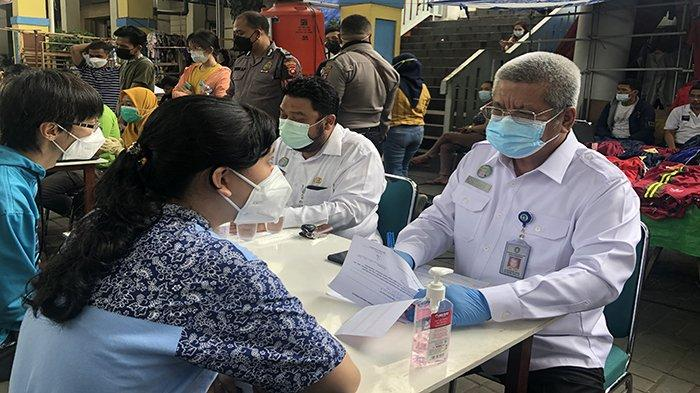 Sinergitas Satgas Covid-19 Kalbar Vaksinasi Sasar Pedagang dan Pengunjung Pasar Tengah Pontianak