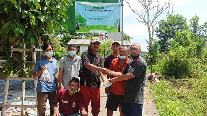 Yayasan Rumah Amal Muwahhidin Lakukan Pemotongan Hewan Kurban di Parit Demang