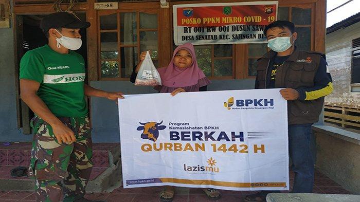 BPKH dan Lazismu Distribusikan Daging Kurban ke Kelompok Mualaf Sambas di Perbatasan Malaysia