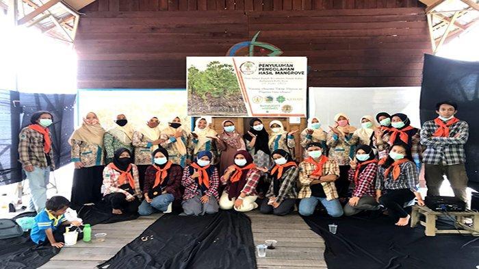 MAPALA Untan Lakukan Penyuluhan Mangrove dan Bersih Lingkungan di Ekowisata Mangrove Sungai Kupah