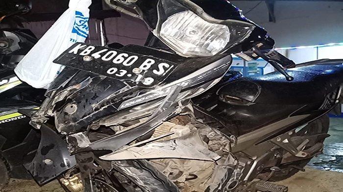 Pengendara Sepeda Motor Meninggal Dunia Usai Hantam Truck Tangki CPO di Jalan Raya Kepayang Anjongan