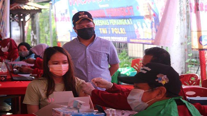 Masyarakat Pemangkat Kabupaten Sambas Antusias Ikut Vaksin Covid-19