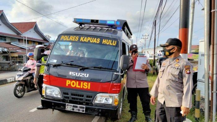 Personel Sat Binmas Polres Kapuas Hulu Sosialisasikan Surat Edaran Menteri Agama pada Warga