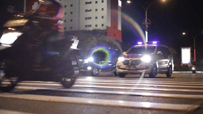 BERITA FOTO - Pita Penggaduh di Jalan A Yani Pontianak Bertambah dan Cukup Tinggi - sebanyak-tiga-unit-pita-penggaduh-yang-masing-masing-terdiri-dari-delapan-gundukan-4.jpg